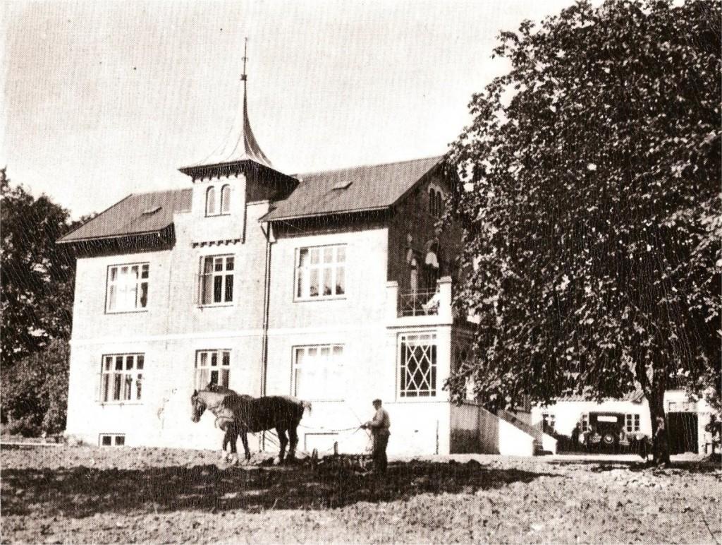 Marienlund_med_hest_1934_lille_fil