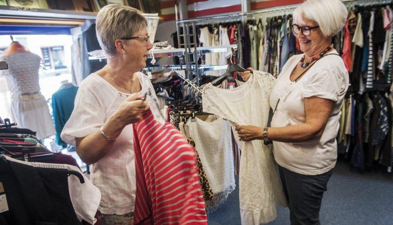 ledsagere i Danmark bryster vokser
